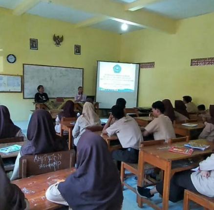 Workshop pembelajaran puisi dan musikalisasi puisi