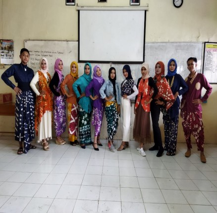 Peragaan Busana Hasil Karya Siswa SMK Bhakti Praja Adiwerna