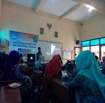 Pelatihan Pembelajaran Berbasis STEM